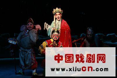 上海京剧剧院的剧目——孙悟空与盘石洞之战的奥运版——首次亮相(照片)