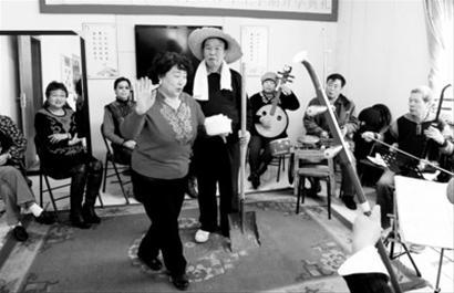 7年来,沈阳市铁西区兴化街李志成社区老年平剧团一直坚持自愿演出。