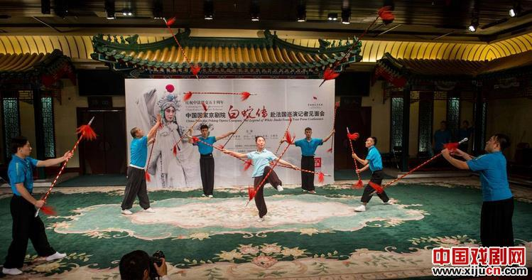 著名的艺术家,如国家京剧剧院的俞奎志、李胜素和江岐狐,将在法国巡回演出京剧《白蛇传》