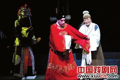 新版京剧《清风亭》首次在媒体前公开排练。