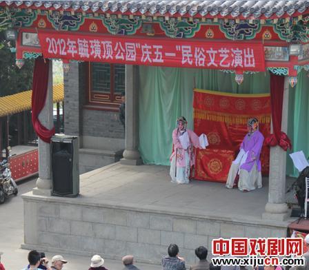 京剧《凤还巢》和角色扮演演唱《反派》