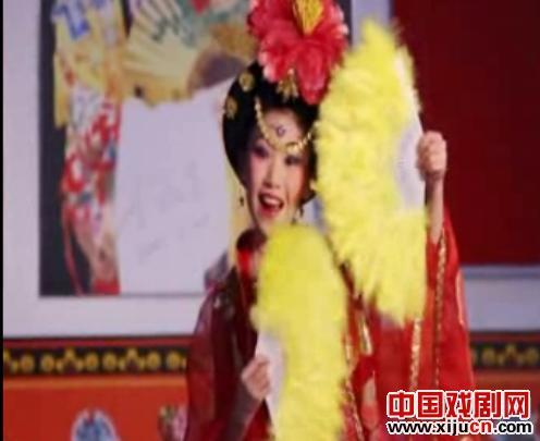 10岁的业余歌手崔弘毅演唱了京剧《醉酒的新皇妃》和《今日之花》