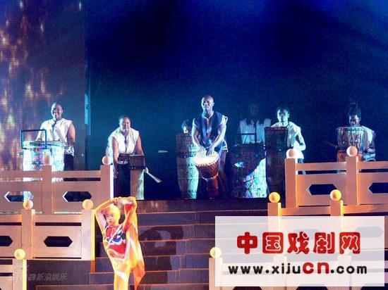 第31届世界戏剧节开幕式在南京人民大会堂举行(照片)