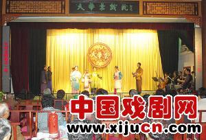 静海县平剧剧团连续上演5部大型古装鞠萍戏,演出满座。