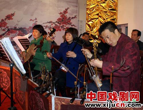 """来自六个地方的京剧票持有者给秀水迷们一个华丽的京剧""""水台""""。"""