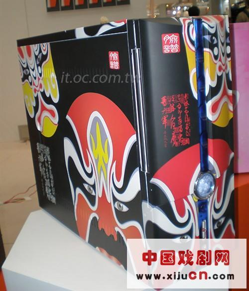 每个柜子都有一张大脸,京剧脸谱展示了民俗风情(图)