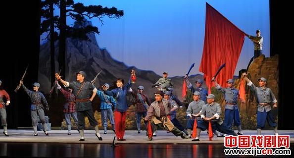 2011年,文化部国家艺术学院演出了《国家京剧:现代京剧《大红灯笼高高挂》