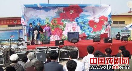 弘扬京剧瑰宝展示选民风采