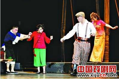 免费邀请贫困居民观看京剧