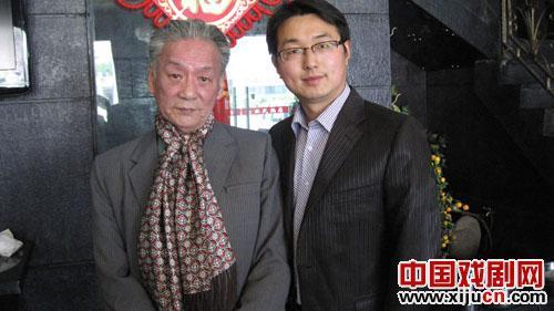 吴银秋来到扬州新闻票房和戴春林京剧团教授京剧秋派表演艺术。