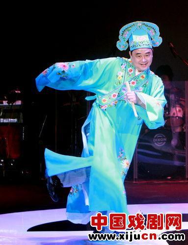 陈升的音乐会装扮成京剧。