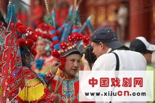 北京接力的第一天圆满结束,京剧演员吸引了国际镜头(照片)