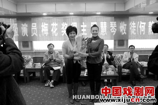 国家一级演员梅花奖获得者罗慧琴收徒仪式在唐山宾馆举行
