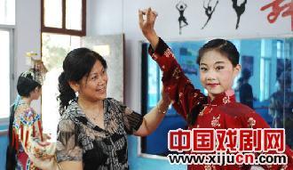夏季京剧进入湖北省襄樊市校园