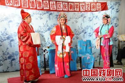 """神南街鞠萍剧团团长刘元祥说:""""如果居民需要,我们可以随时为他们表演。"""""""