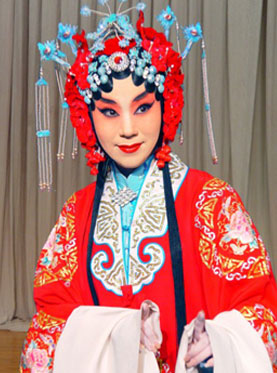 长安大剧院今天上演了京剧《索林胶囊》