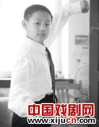 10岁的京剧业余爱好者肖炳瑞也在吃饭时思考京剧。