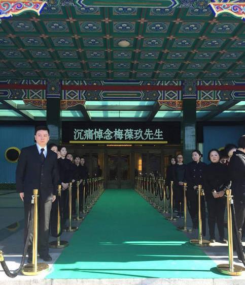 京剧大师梅宝九的告别仪式今天上午10点在八宝山殡仪馆礼堂举行。