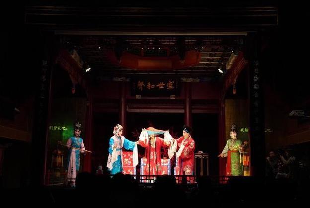 古代歌剧院的京剧《白蛇传》在北京正一寺歌剧院隆重上演。