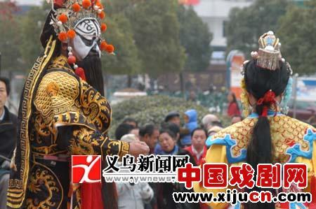 来自全国各地的二十名京剧爱好者在义乌演出