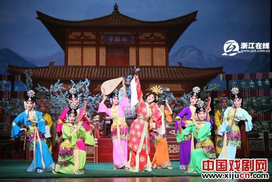 《太真实了,不能出国》和《霸王别姬》深受京剧明星的欢迎。