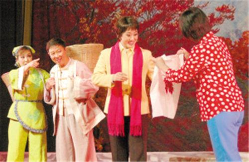 现代民谣《红叶》在新华电影院首映。