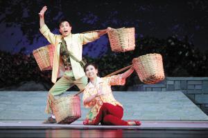 平剧《我们村的新事物》在北京演得很好。