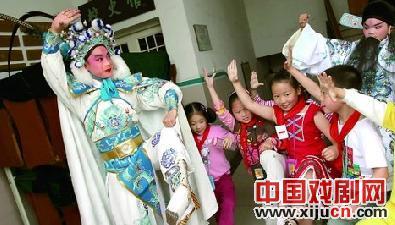 """浙江省组织""""民族艺术走进校园"""""""