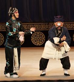 传统京剧《七元宝》和李宝春领衔的新京剧《弄臣》再次赢得了戏迷的赞誉。