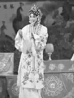 上海京剧院的全本《看玉钏路》由南、北荀郫华、熊丹明霞和秋月分别出演于素秋和韩雨洁。