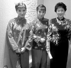 刘长瑜也不遗余力地为京剧的传承而奔忙