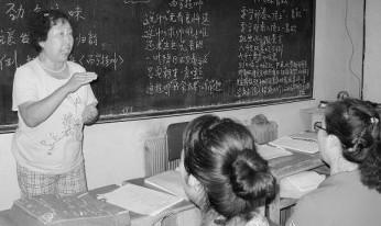 退休教师程希荣将京剧和流行歌曲融为一体