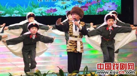 赣榆县实验小学京剧班表演现代京剧《迎接春天,改变世界》