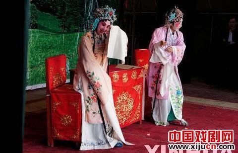 山东聊城京剧团免费为群众演出《野猪林》、《凤还巢》、《诗赋俱乐部》等传统京剧剧目。