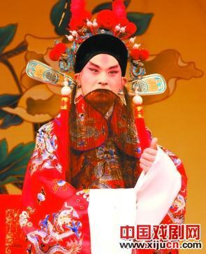 上海三大京剧演员聚集在北京长安大剧院表演传统戏剧。