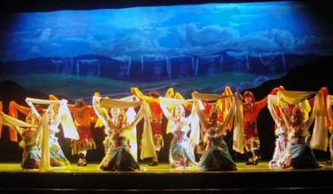 甘肃京剧团创作的现代京剧《草原曼巴》正在上演