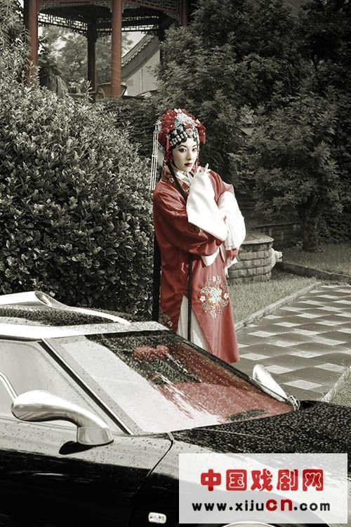 在该机构的安排下,学习京剧的曾黎近年来成了肖像皇后。