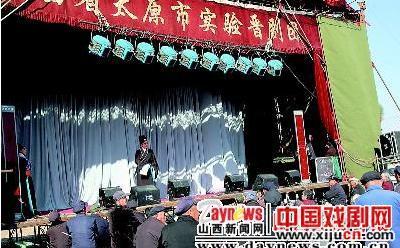 太原实验山西剧团走进田野为农民表演