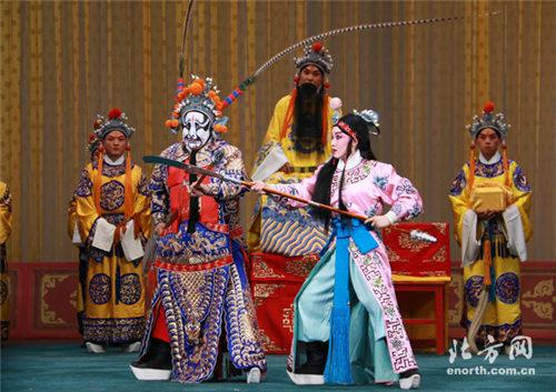 天津京剧院举办了一系列梅花获奖者的表演