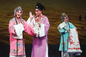 天津平剧白排剧团演出了著名的白排经典戏剧《杜十娘》,富有浓郁的风味