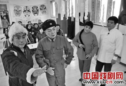"""社区举办了一场""""京剧庆祝元宵节"""""""