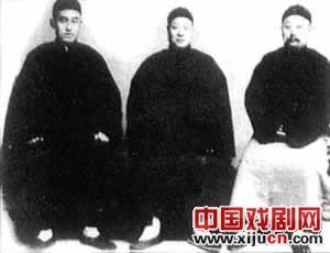 """京剧课中的""""Xi连城"""""""