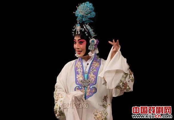 八月的中秋节是弯曲的——看蒋依杉京剧《望江亭》