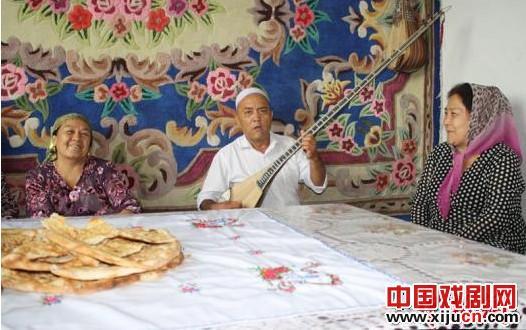 新疆艺术家已经招收了20多名学生参加他们的京剧民族乐器之旅