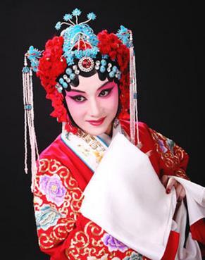 11月6日,长安大剧院上演了京剧《玉堂之春》。