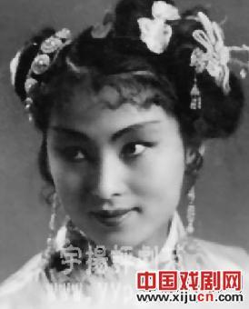 平举创始人的长孙孙素兰回家向祖先致敬。
