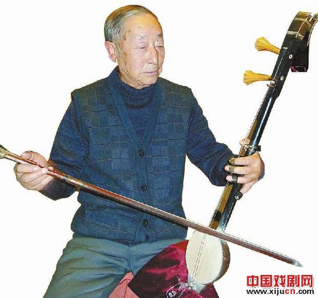 爱上京剧,享受退休生活