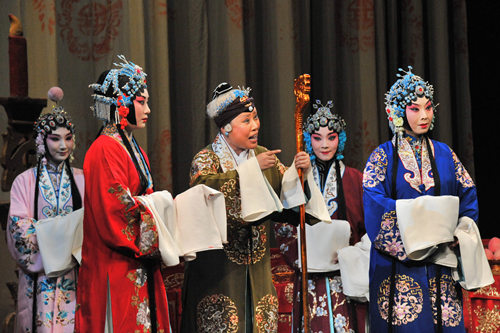 余奎芝、李胜素等著名京剧《少男女将军》正在爱沙尼亚演出