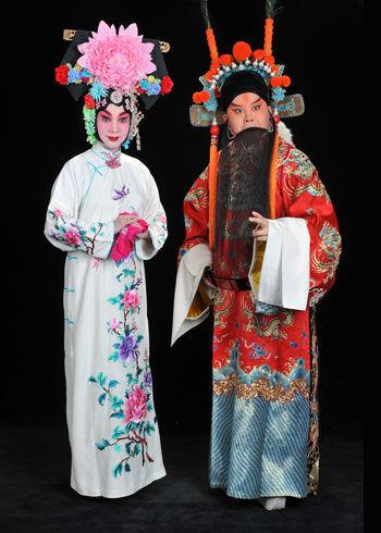 """山东卫视《金盛宇镇》中的""""蓉尹鹏唱""""与京剧夫妇杜鹏和王蓉蓉对话"""