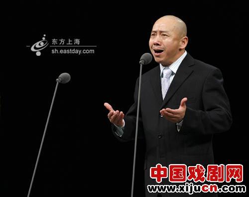 京剧大师们一再表演,业余演员们都欢呼雀跃。